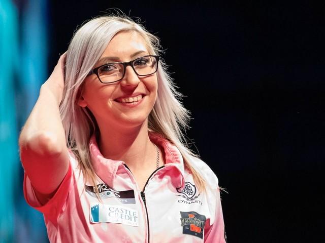Darts-Spielerin Fallon Sherrock: »Ich habe Mädchen inspiriert, Darts zu spielen«