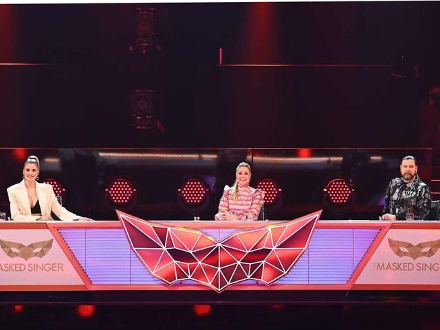 """""""The Masked Singer"""" im Live-Ticker: Fans verwirrt um neues Mitglied im Rate-Team: """"Wer ist das?"""""""
