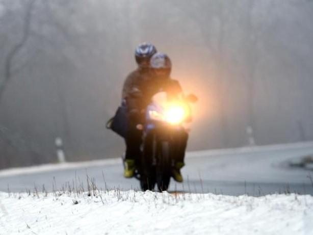 Verkehrsmittel zweiter Wahl: Im Winter auf dem Motorrad maximal 50 km/h fahren