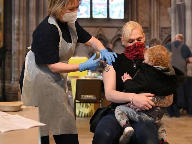 In Großbritannien stellt sich bereits der Impf-Effekt ein
