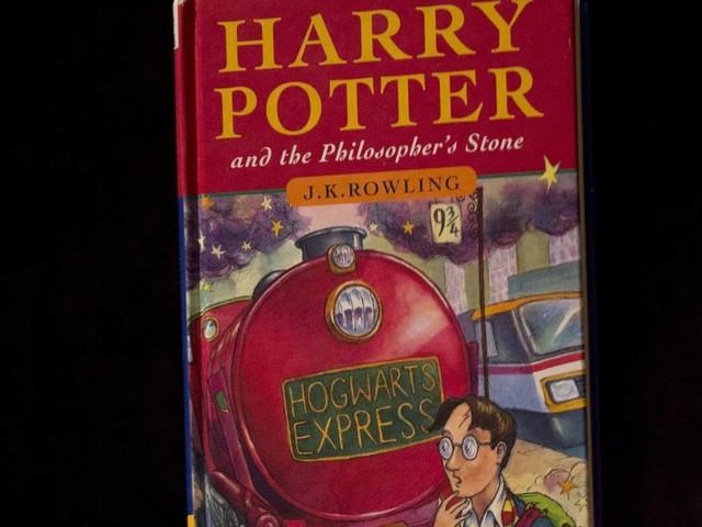 """Eines der ersten Exemplare : Seltener """"Harry Potter"""" für 80.000 Pfund versteigert"""