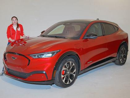 Ford Mustang Mach E (2020): Test, SUV, Elektroauto, Preis, Marktstart, Motor, Akku, Reichweite Außen Mustang-SUV, innen Tesla!