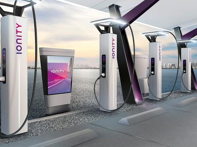 New Mobility - E-Auto-Akku in Minuten voll - das hat seinen Preis
