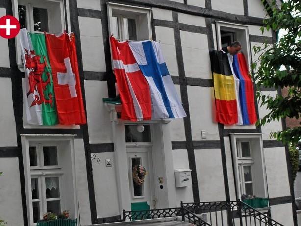Fußballfans: Hohenlimburg: EM 2021 – Ehepaar beflaggt Haus täglich neu