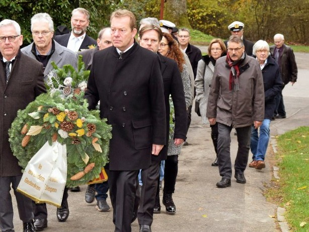 """Volkstrauertag: Siegens Bürgermeister für """"Blick auf gemeinsame Zukunft"""""""