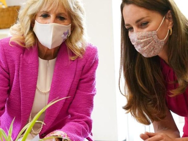 Herzogin Kate und Jill Biden besuchen Schule