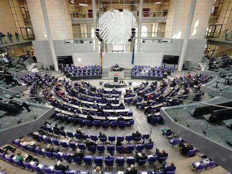 Bundestag beschließt Lockerungen für Geimpfte