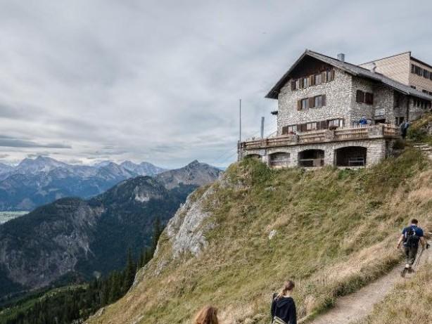 Smartphone aufladen: Berghütten haben selten Steckdosen für alle