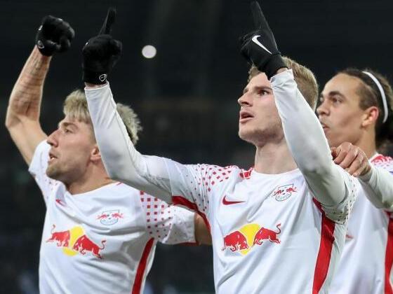 RB Leipzig feiert Sieg in Neapel