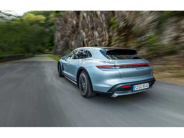 Porsche Taycan 4S Cross Turismo im Test: Praktischer Schnell-Lader