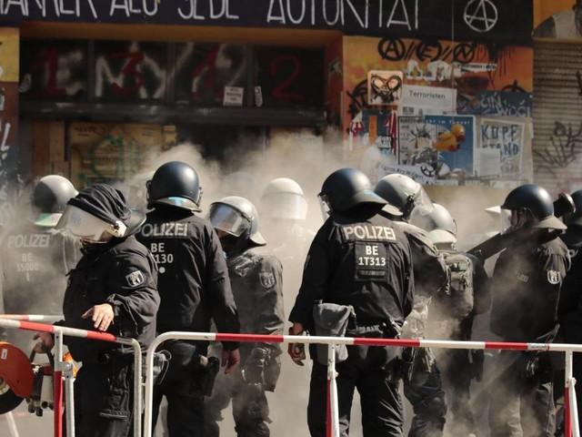 Hausbesetzung: 1300 Polizisten für eine Brandschutzprüfung