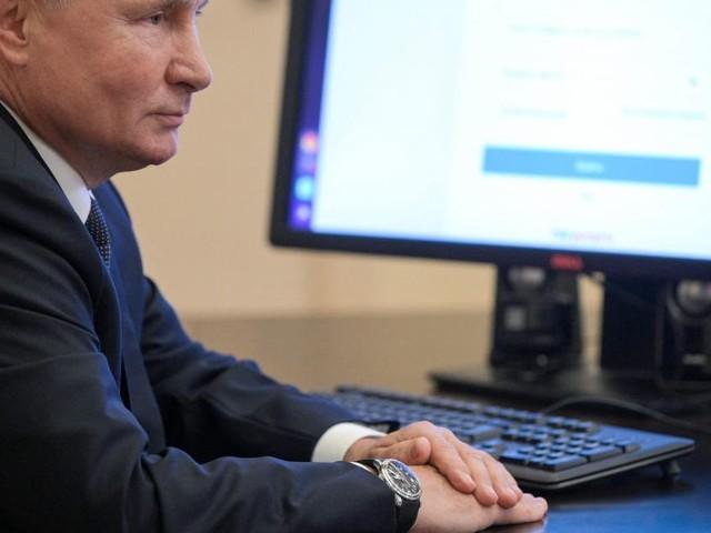 Die Uhr des russischen Präsidenten: Lebt Putin in der Vergangenheit?