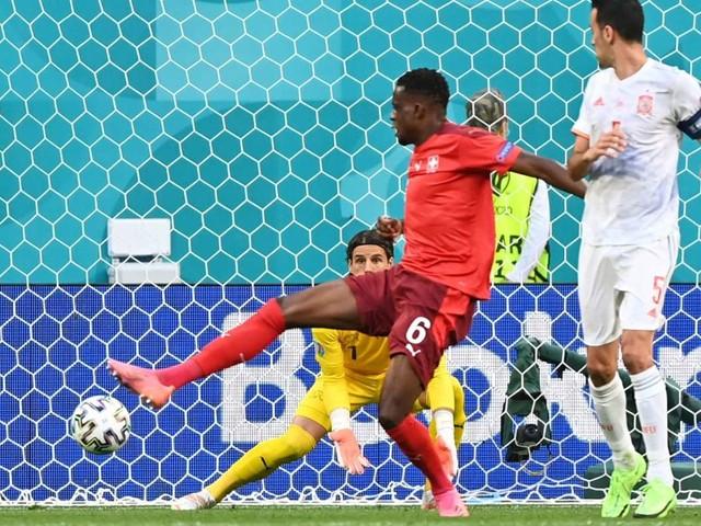 Schweiz gegen Spanien bei der EM 2021: Wieder Eigentor! Denis Zakaria führt kuriose Serie fort