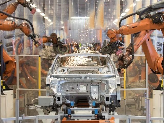 Probleme in Autoindustrie: Wirtschaftsforscher rechnen mit geringerem Wachstum
