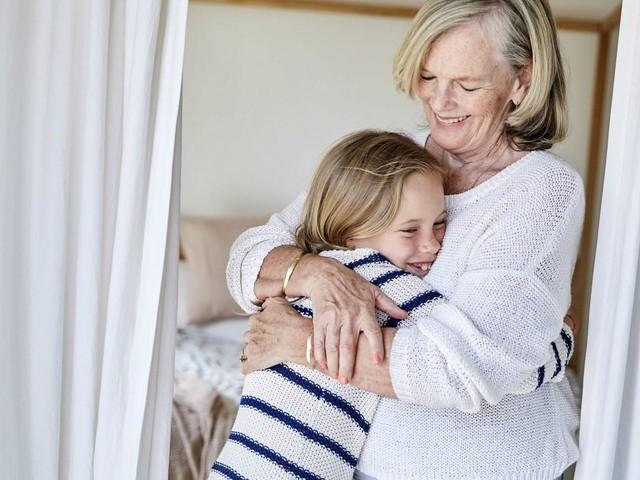 Wenn Oma geht: Warum der Abschied von den Großeltern oft besonders schwer fällt