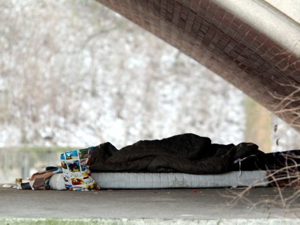 Polizei Hamburg: Männer zünden schlafenden Obdachlosen auf St. Pauli an