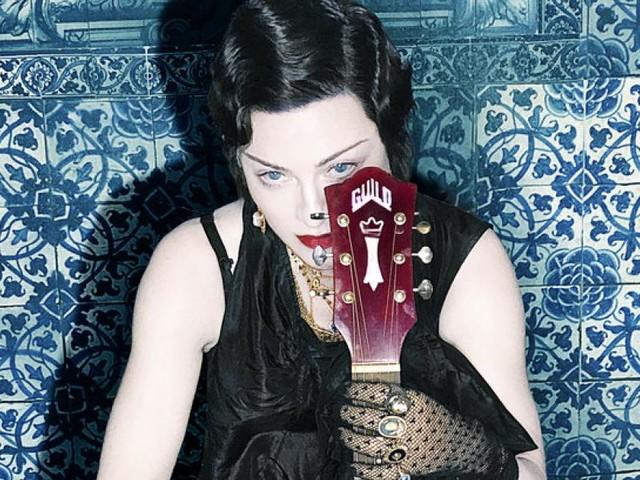Heiliges Autotune: Madonna klammert sich an ein Supreme-Hoodie