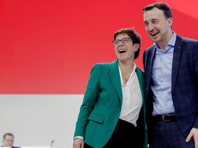 """Union und SPD legen im """"Deutschlandtrend"""" zu"""