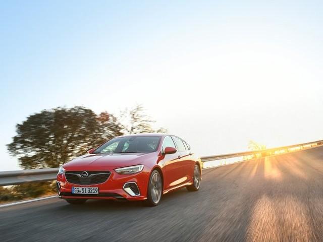 Autogramm Opel Insignia GSI: In der Kurve ein Star