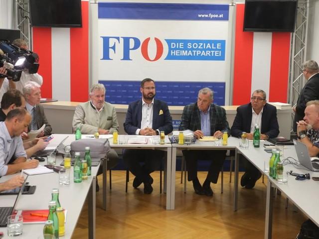 """""""Partei wie jede andere"""": FPÖ sucht ihre braunen Flecken"""