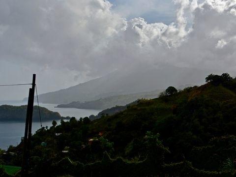 Kilometerhohe Rauchsäule: Vulkan auf St. Vincent in der Karibik ausgebrochen