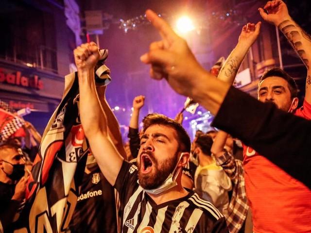 Trotz Corona-Lockdowns: Wilde Meisterfeier der Besiktas-Fans