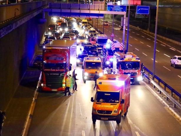 A100: 46-Jährige bei Unfall auf der Stadtautobahn verletzt