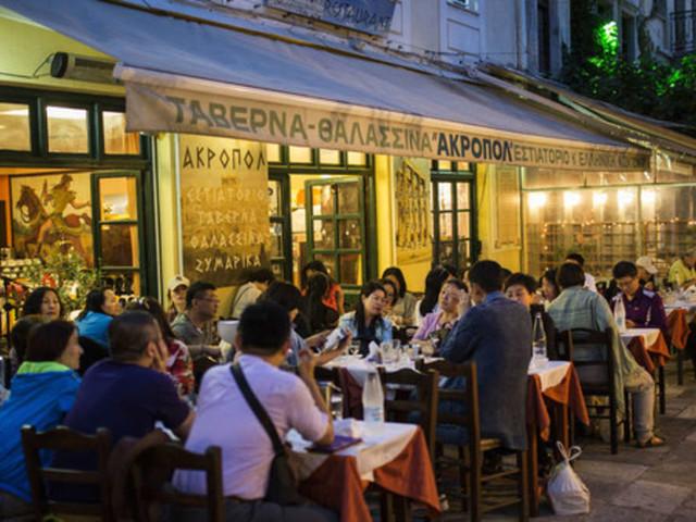 850 Euro für Salat und Bier!Jetzt sagt Griechenland Touristen-Abzocke in Restaurants Kampf an