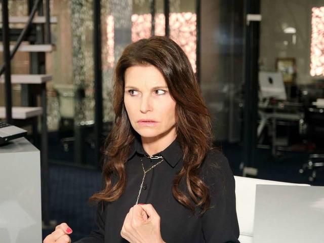 """""""Unter uns"""" (RTL): Britta spioniert ihren Chef aus – verliert sie jetzt ihren Job?"""