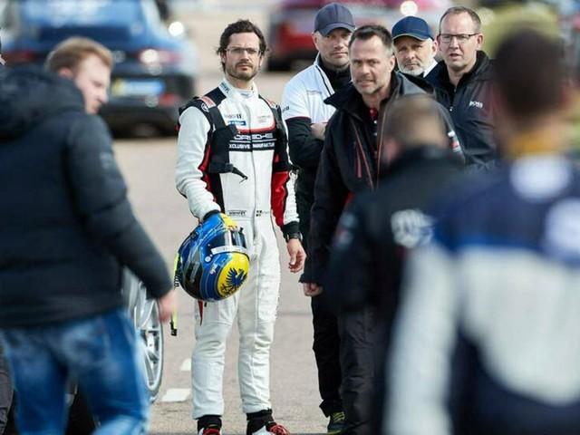 Prinz Carl Philip von Schweden: Er zeigt sich im Rennoutfit