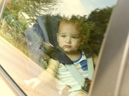 Sommerhitze gefährlich für Kinder im Auto (BILDplus) Darf ich in ein Auto einbrechen, um einem eingesperrten Kind zu helfen?