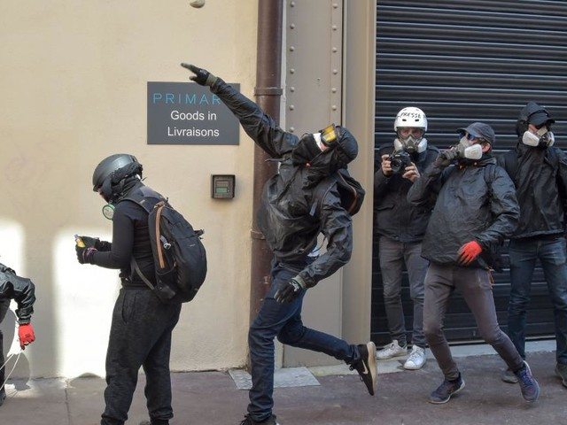 """Mehrere Festnahmen bei """"Gelbwesten""""-Protesten in Frankreich"""