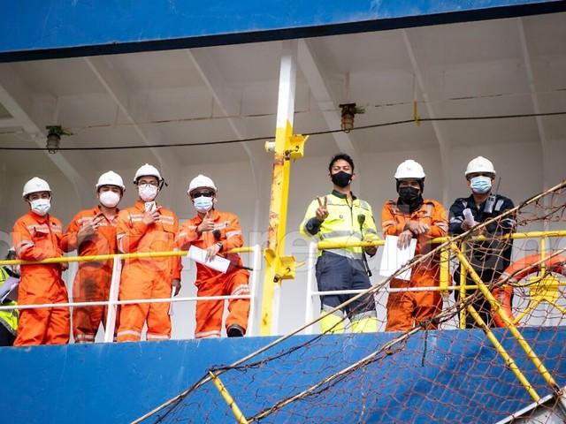 """""""Gestandene Männer weinen"""": Corona hält 100.000 Seeleute auf Schiffen fest"""
