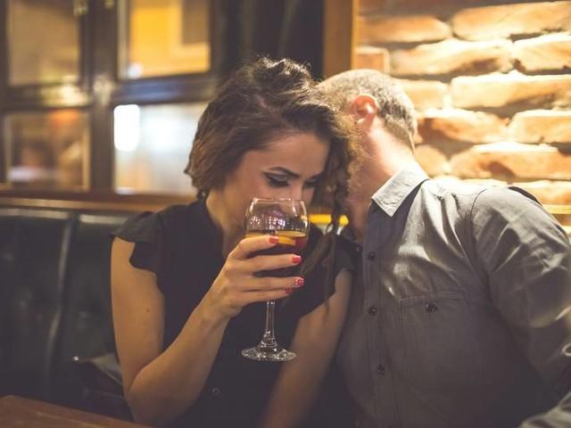 Parship-Umfrage: Für jeden Zweiten kommt ein Büro-Flirt in Frage