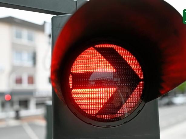 Verkehr: Nach Unfall: Spandau sperrt Abbiegespur auf Klosterstraße