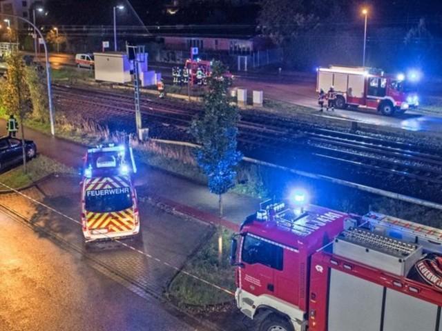 Zwei Menschen überqueren Bahngleise – mit tödlichen Folgen