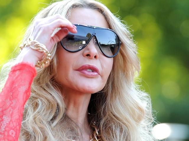 """Lebt zurückgezogen - """"Fürchterliche Zustände"""": Ex-Pornostar Dolly Buster leidet unter schwerer Krankheit"""