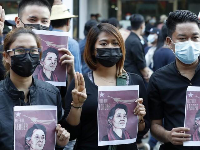 Immer mehr schließen sich Protesten gegen Militärputsch in Myanmar an