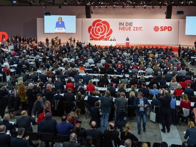 Parteitag: SPD bleibt in der GroKo - vorerst