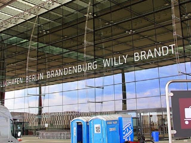 Neue Zeitform Futur III eingeführt, um Gespräche über Flughafen BER zu ermöglichen