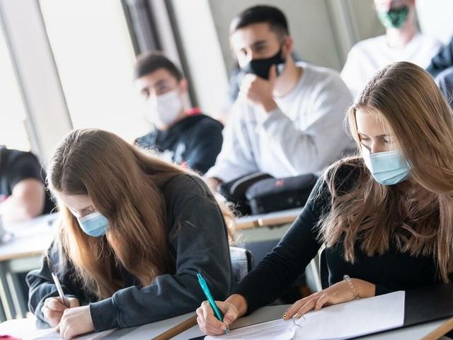 Corona-Pandemie: Infektiologe warnt vor leichtfertigem Umgang mit Corona in Schulen