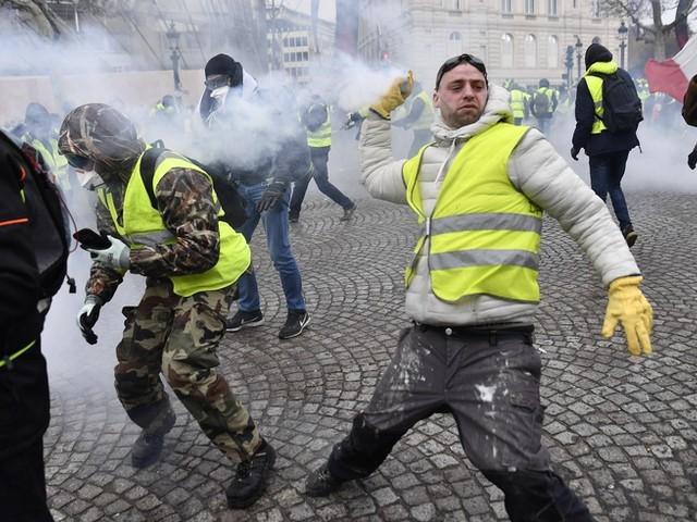 Gelbwesten wüten in Paris