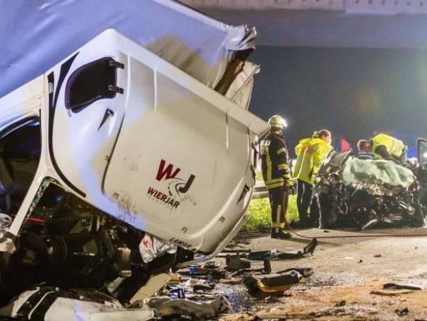 Auf der Autobahn gewendet: Falschfahrer verursacht Unfall mit drei Toten