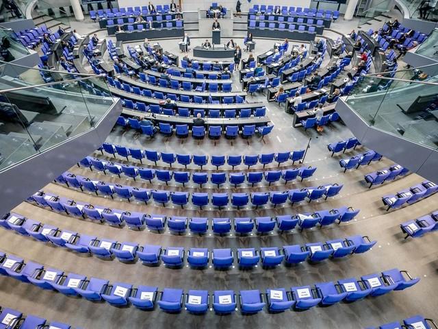 Änderungen im Infektionsschutzgesetz: Gerangel um einheitliche Corona-Regeln: Länder warnen vor Entmachtung – heftige Kritik von FDP