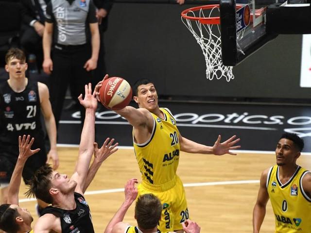 BBL: Titelverteidiger Alba zieht ins Halbfinale ein - Ulm holt Matchball