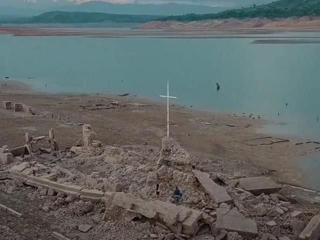 Philippinen: Spektakuläres Drohnenvideo: Dürre legt 300 Jahre alte Stadt frei