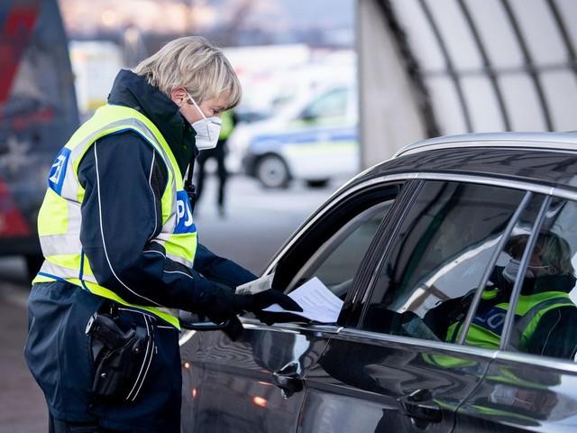 Auch per Auto und Bahn: Ab Sonntag gilt sie – die drei wichtigsten Fragen zur Testpflicht für Reiserückkehrer