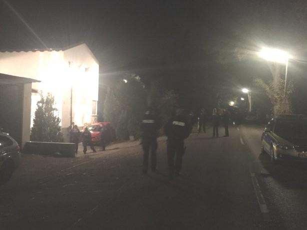 Bedrohungslage: Suche nach bewaffnetem Mann in Essen: Polizei meldet Zugriff