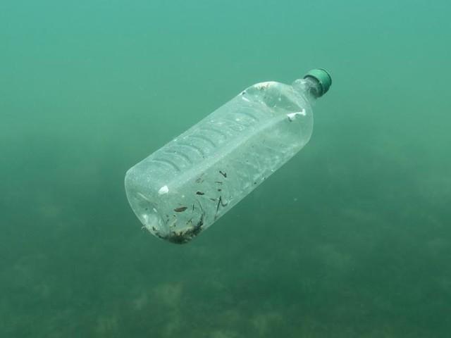 Plastik-Müll verschmutzt das Mittel-Meer