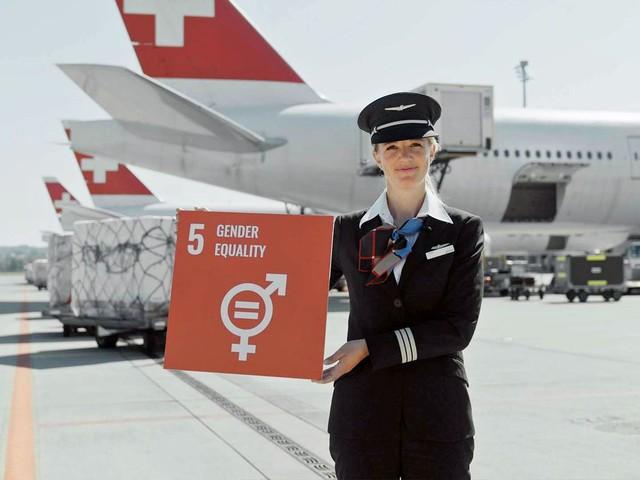Follow Me: #FlyLove: Airline-Personal bekennt sich zu Diversität und gleichgeschlechtlicher Ehe